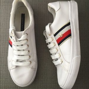TOMMY HILFIGER  White Sneakers Size  6